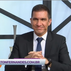Elton Fernandes participa do programa Vou te Contar da RedeTV